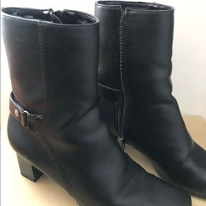 Short high heel boots like new